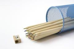 Barwioni ołówki w ołówkowym pudełku Bezpłatni królewskość wizerunki Zdjęcia Stock