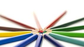 Barwioni ołówki wskazuje w okręgu Fotografia Royalty Free