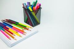 Barwioni ołówki i markiery Fotografia Stock