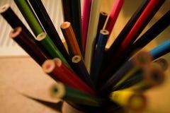 Barwioni ołówki w stojaku Obrazy Stock