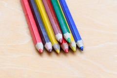 Barwioni ołówki w stosie Fotografia Royalty Free