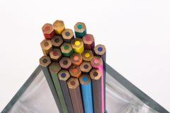 Barwioni ołówki w wazie Zdjęcia Royalty Free