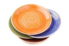 Barwioni round ceramiczni talerze z spirala wzorem na bielu, odosobnionym fotografia stock