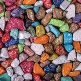 Barwiony cukierek robić w postaci otoczaków sprzedających w sklepie w Egipt, zamyka up obraz royalty free