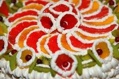 barwiony dekorujący owocowy kulebiak Zdjęcie Royalty Free