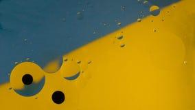 Barwiony deseniowy tło na wodzie fotografia royalty free