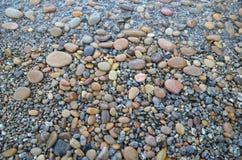 Barwiony gładzi kamienie polerujących Baikal jeziorem zręcznie Obrazy Stock