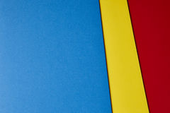 Barwiony kartonu tło w błękitnym żółtym czerwonym brzmieniu Odbitkowy Spac Zdjęcie Stock