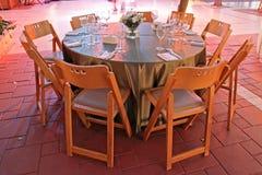 barwiony oświetlenia o położenia stołu ślub obraz stock