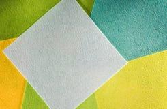 Barwiony papier w geometrycznym mieszkaniu Skład z wielkimi prześcieradłami papier Zdjęcia Stock
