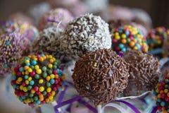 Barwiony słodki popcake tort strzela cukierek fotografia stock