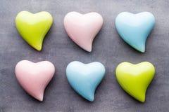 Barwiony serce na szarym tle Obrazy Stock