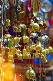 Barwiony szkło i miedziany wiatrowy chime, fotografia royalty free