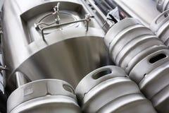 Baryłki i piwa destylarnia przy bewery obraz stock