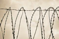 Barykada pojedynczy stalowy drut przy dniem Zdjęcia Royalty Free