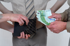 Barzahlung mit Zeuge Lizenzfreie Stockfotos