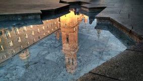 ` BasÃlica del Pilar `, Сарагоса отразило в ` Fuente de Ла Hispanidad ` Стоковые Изображения