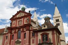 Basílica Basilika SV del ` s de San Jorge Jiri en el castillo de Praga, Czec Fotografía de archivo libre de regalías