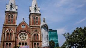 Basílica da catedral de Notre-Dame de Saigon imagem de stock royalty free