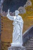 Basílica de nuestra señora del rosario Estatua de San Pedro Lourdes, Francia Foto de archivo