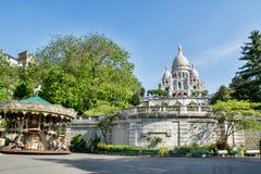 Basílica de Sacre Coeur con el carusel en día de verano en París, Francia Imágenes de archivo libres de regalías