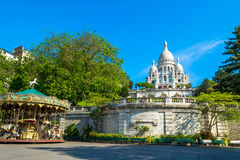 Basílica de Sacre Coeur en París en el día con el cielo brillante azul Foto de archivo