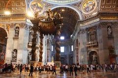 Basílica de San Pedro de interior Fotos de archivo libres de regalías