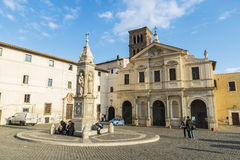 Basílica de St Bartholomew en la isla en Roma, Italia Foto de archivo