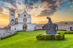 Basílica de St Francis de Assisi no por do sol, Úmbria, Itália fotos de stock