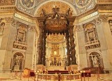 A basílica de St Peter altera o Vaticano Roma Itália Imagem de Stock