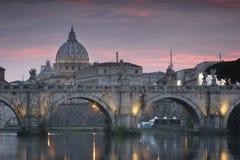 A basílica de St Peter do Vaticano da Cidade do Vaticano imagens de stock