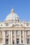 A basílica de St Peter na praça quadrada de St Peter Foto de Stock Royalty Free