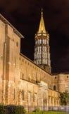 Basílica de St. Sernin por noche en Toulouse, Francia Imágenes de archivo libres de regalías