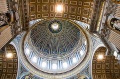Basílica de Vatican - de San Pedro - bóveda Imagen de archivo libre de regalías