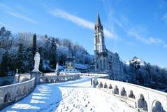 Basílica del rosario de Lourdes durante invierno Foto de archivo libre de regalías