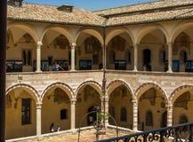 Basílica do claustro de San Francesco foto de stock royalty free