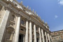 Basílica do St. Peter fora da parte dianteira fotos de stock royalty free