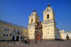 Basílica e convento de San Francisco no centro histórico de Lima, Peru, o 19 de maio de 2018 fotografia de stock royalty free