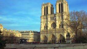 Basílica medieval da igreja da abadia de St Denis em Paris, arquitetura antiga video estoque