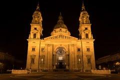 Basílica na noite, Budapest do ` s de St Stephen, Hungria imagens de stock royalty free