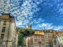 Basílica Notre Dame de fourviere en el estilo de HDR, ciudad vieja de Lyon, Francia de la catedral Fotografía de archivo libre de regalías