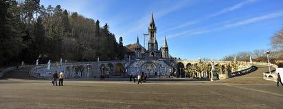 Basílica Notre Dame du Rosaire Lourdes, França imagem de stock royalty free
