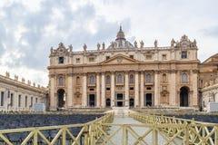 Basílica papal de St Peter Basilica Papale di San Pietro ou basílica de St Peter em Cidade Estado do Vaticano, Roma, Itália fotos de stock