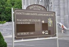Basílica Sainte Anne de Baupre Signboard de la provincia de Quebec en Canadá fotografía de archivo
