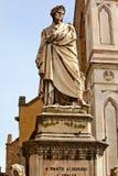 Basílica Santa Croce Florencia Italia de la estatua de Dante Imágenes de archivo libres de regalías