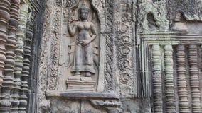 Bas-ανακούφιση στον αρχαίο τοίχο στο ναό Angkor Thom σύνθετο, Καμπότζη απόθεμα βίντεο