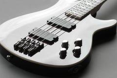 bas- biffig gitarr royaltyfria bilder