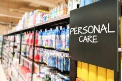 Bas-côté categoy d'épicerie de ménage de soin personnel au supermarché photographie stock libre de droits