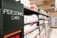 Bas-côté categoy d'épicerie de ménage de soin personnel au supermarché images stock