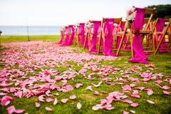 Bas-côté extérieur de mariage à un mariage de destination Image libre de droits